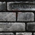 Декоративный крашеный кирпич в Киеве двух цветов